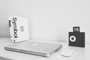 Laptop-Arbeitsplatz-Nadir Balcikli