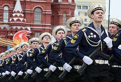 Militärparade vor dem Kremel